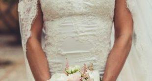 Eleganter Brautstrauß mit rose farbenen Rosen und weißen Pfingstrosen. By Mal...