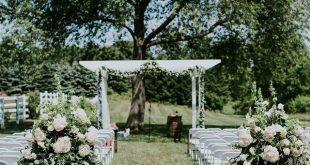 Gartenlaube Girlande und Blumen Erstaunliche Blumenmomente #Outdoorweddingphotograp ...