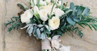 Viel Grün, unordentlich und hübsche Schleifenbänder Hochzeitsstrauß #Hochzeiten #w …